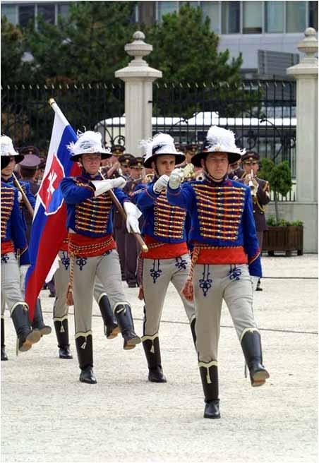 Čestná stráž prezidenta Slovenskej republiky v historických uniformách