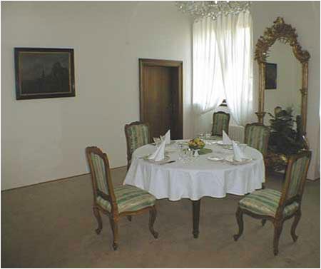Súkromná jedáleň prezidenta republiky s kapacitou 4 až 6 osôb