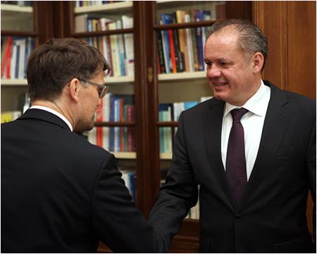 Prezident Kiska rokoval s ministrom kultúry Maďaričom