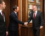 Prezident prijal Lintnera a Bondru